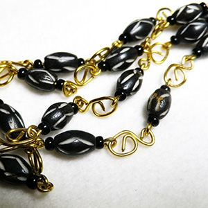 Mini bone bead necklace black