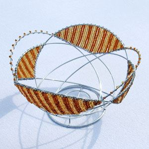 Wire basket with glass beads (blue)